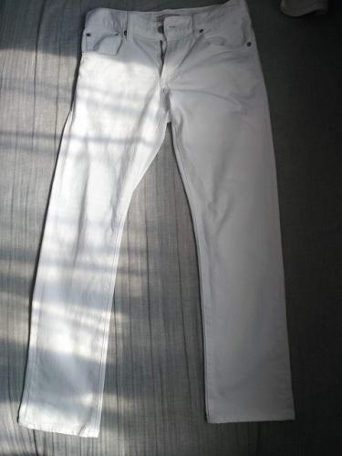 ユニクロの白デニム画像